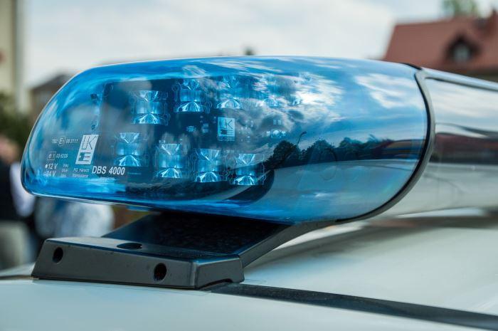 Policja Otwock: Wtargnęli na posesję i pobili właściciela